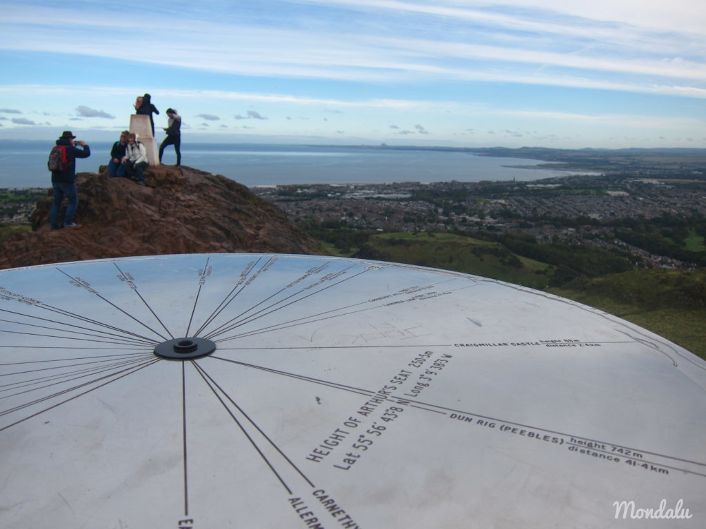 Photo de la table d'observation à Arthur's Seat, Edimbourg