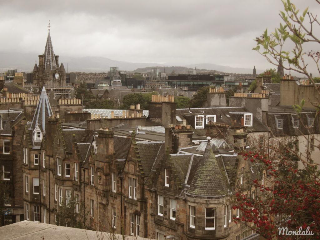 Photo des alignements de maisons à Edimbourg