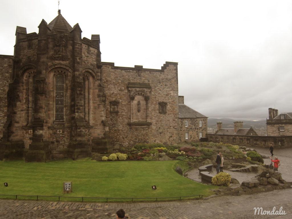 Photo du château d'Edimbourg à la fin de la journée
