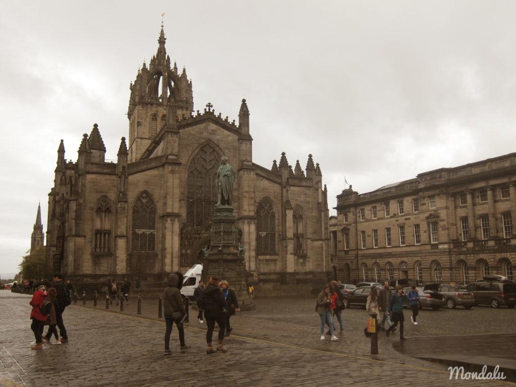 Photo de la St Giles Cathedral dans le vieux Edimbourg