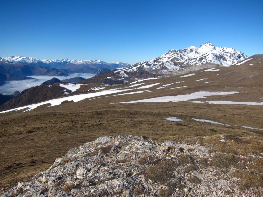 Vue hivernale du Pic Fourcat, dans les Pyrénées Ariégeoises